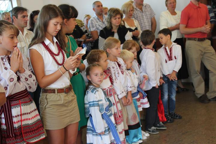 Як діти повинні поводитися у храмі?